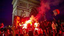 Праздник или беспорядки? В Париже отметили выход Франции в финал ЧМ