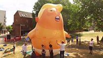 Беба балон Трамп спремна за прве кораке