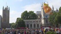 「トランプ赤ちゃん」ロンドンにふわり 訪英に抗議