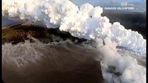 """ภูเขาไฟคีลาเวอา: มีผู้ได้รับบาดเจ็บ 23 คนจาก """"ระเบิดลาวา"""" ขณะล่องเรือในทะเลที่รัฐฮาวาย"""
