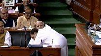 राहुल गांधी ने संसद में मोदी को गले लगाया