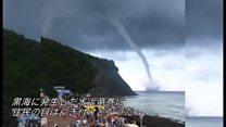 珍しい「水上竜巻」発生 ロシアのビーチで