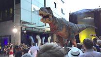 """BBC-də Dinozavrların """"hücumundan"""" xəsarət alan oldu?"""