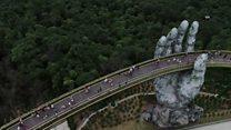 Во Вьетнаме построили мост из гигантских рук