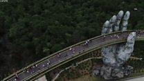 """Туристи в """"руках бога"""": проектувальники вгадали з мостом"""