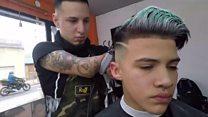 Conoce a Gabriel Heredia, el peluquero argentino sin manos