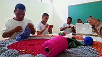 Los presos brasileños que aprenden crochet entre rejas