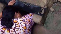 لحظة انقاذ طفل الولادة من داخل مجرور للصرف الصحي