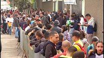 لماذا يغادر السكان فنزويلا؟