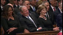 オバマ氏弔辞 「最後に笑った」のは故マケイン氏と