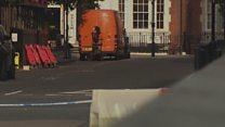 Полиция вскрывает минивэн у здания Би-би-си