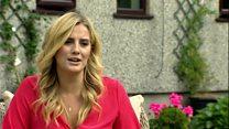 Elin Fflur: 'Angen mwy o drafod ar IVF'