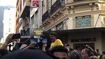 Imagens mostram momento em que Jair Bolsonaro sofre atentado a faca