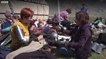 Көчмөндөр оюндары: жоокерлик уруш өнөрүн көрсөткөн кыздар