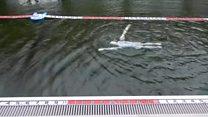 إنسان آلي قادر على السباحة