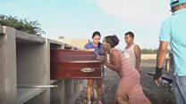 المرأة التي تدفن المهاجرين الفقراء في كولومبيا