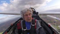 No céu aos 99 anos: o emocionante voo de planador de mulher quase centenária
