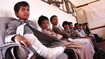 دیدار از محل حمله به اتوبوس دانش آموزان یمنی
