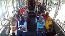 П'ять пляшок за проїзд в автобусі: як Індонезія позбувається пластику