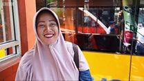 لماذا يأخذ الإندونيسيون أكواب البلاستيك معهم إلى الحافلات؟