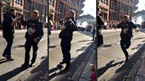 На карнавале в Бремене полицейский показал всем, как нужно зажигательно танцевать