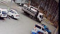 بالفيديو: لحظة اصطدام شاحنة بواجهة متجر في روسيا