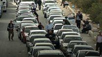 طوابير طويلة لسيارات تريد العبور إلى سوريا