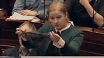 ما هو سر الملابس الداخلية في البرلمان الأيرلندي؟