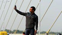 India's selfie-seekers flock to new bridge