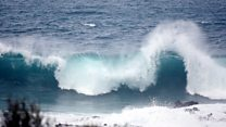 Шторм на Тенерифе: гигантские волны разрушили балконы отелей