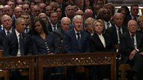 """ترامب يصافح أوباما ويتجاهل """"كلينتون"""" في جنازة بوش"""