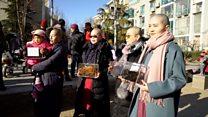 В Китае женщины побрили головы в знак протеста