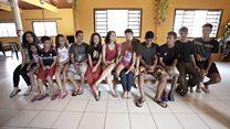 'São nosso maior presente': o casal que adotou 6 irmãos de uma só vez e agora tem 22 filhos