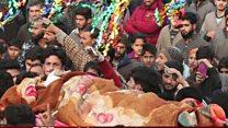 कश्मीर में गोलियों की गूंज के बीच पसरा सन्नाटा