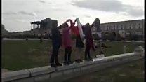 نگاهی به یک سال اعتراض دختران خیابان انقلاب