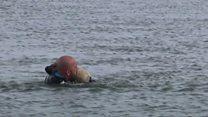 إنقاذ كلبة من بحيرة متجمدة بتركيا