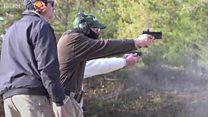 Por dentro do treinamento de professores para portar armas em sala de aula nos EUA