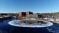 Огромный ледяной диск образовался на реке в США