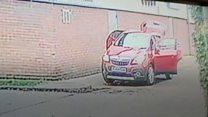 Opportunist thief steals car mid-wash