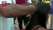 Krisis Venezuela : Para wanita putus asa dan terpaksa menjual rambut mereka.