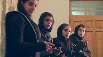 دختران افغان ربات برداشت زعفران ساختهاند