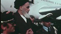 """لحظة وصول الخميني إلى طهران: """"كان هادئا جدا وقد أدى صلاته"""""""