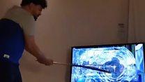 بالفيديو: يحطم تلفازه  ما إن يخسر