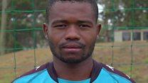 أنا لاعب كرة القدم المثلي الوحيد في أفريقيا