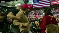 トランプ支持者がBBCのカメラマンを攻撃 演説集会で