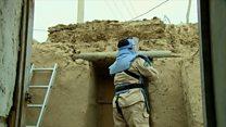 Afganistan'ın 'füze köyü' Kezelabad: Evlere kiriş, çukurlara köprü olan Sovyet füzeleri