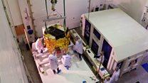 Первый частный луноход подготавливают к полету на спутник Земли