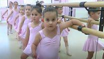 Jедан час балета за осам близнакиња
