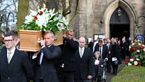 Gordon Banks's coffin carried by goalkeepers