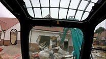 Строитель снес 5 домов из-за спора с заказчиком об оплате